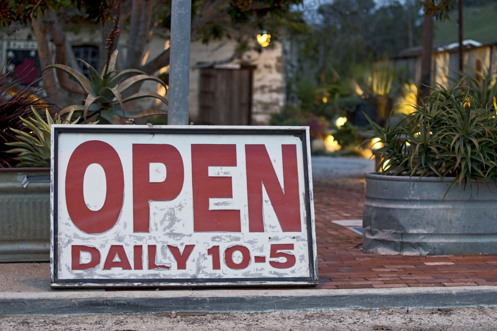open daily 10-5 signage