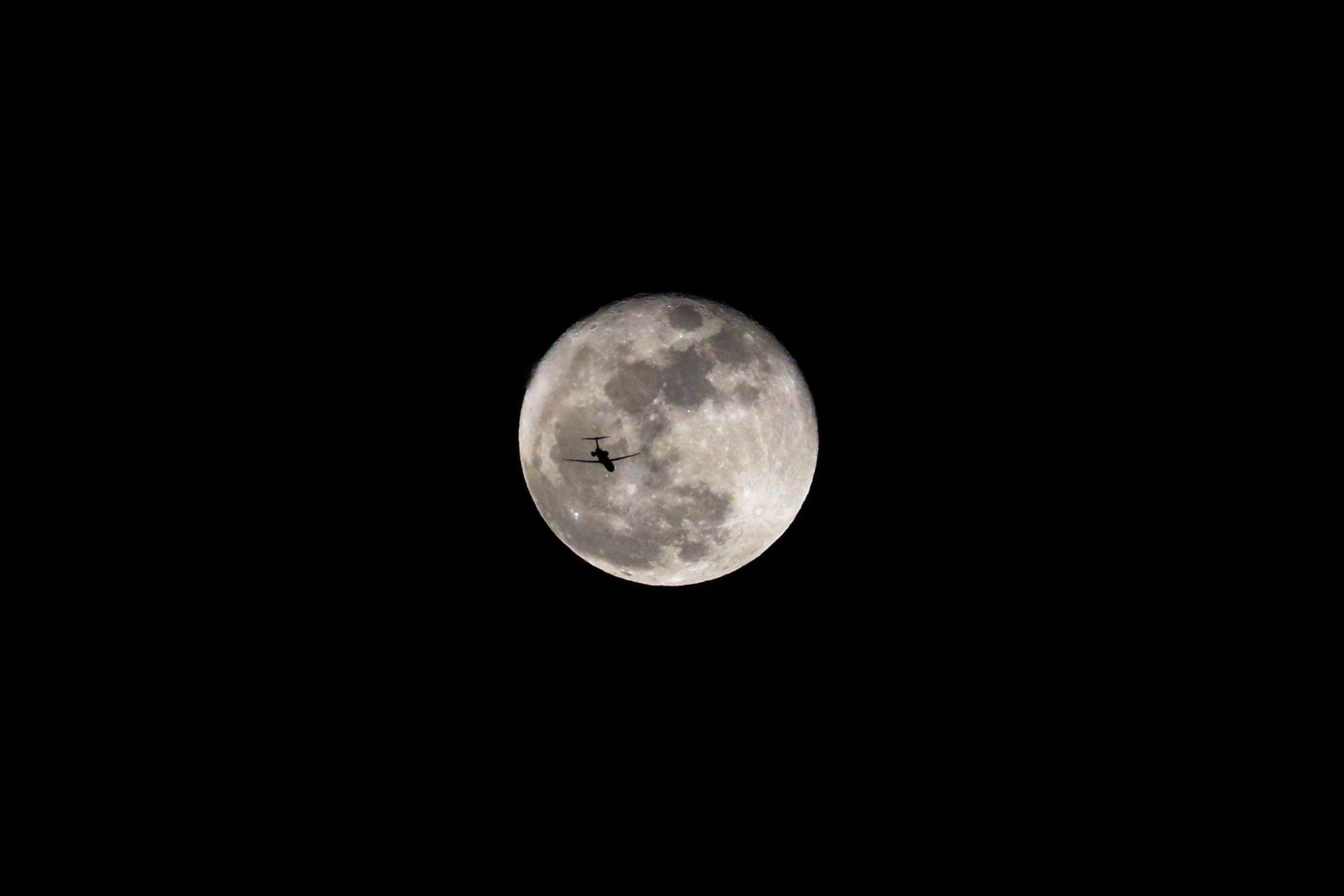 full moon during the night