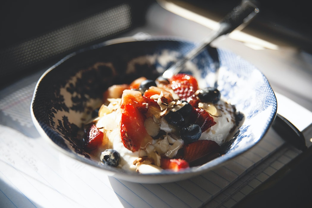 Green yogurt with granola and berries