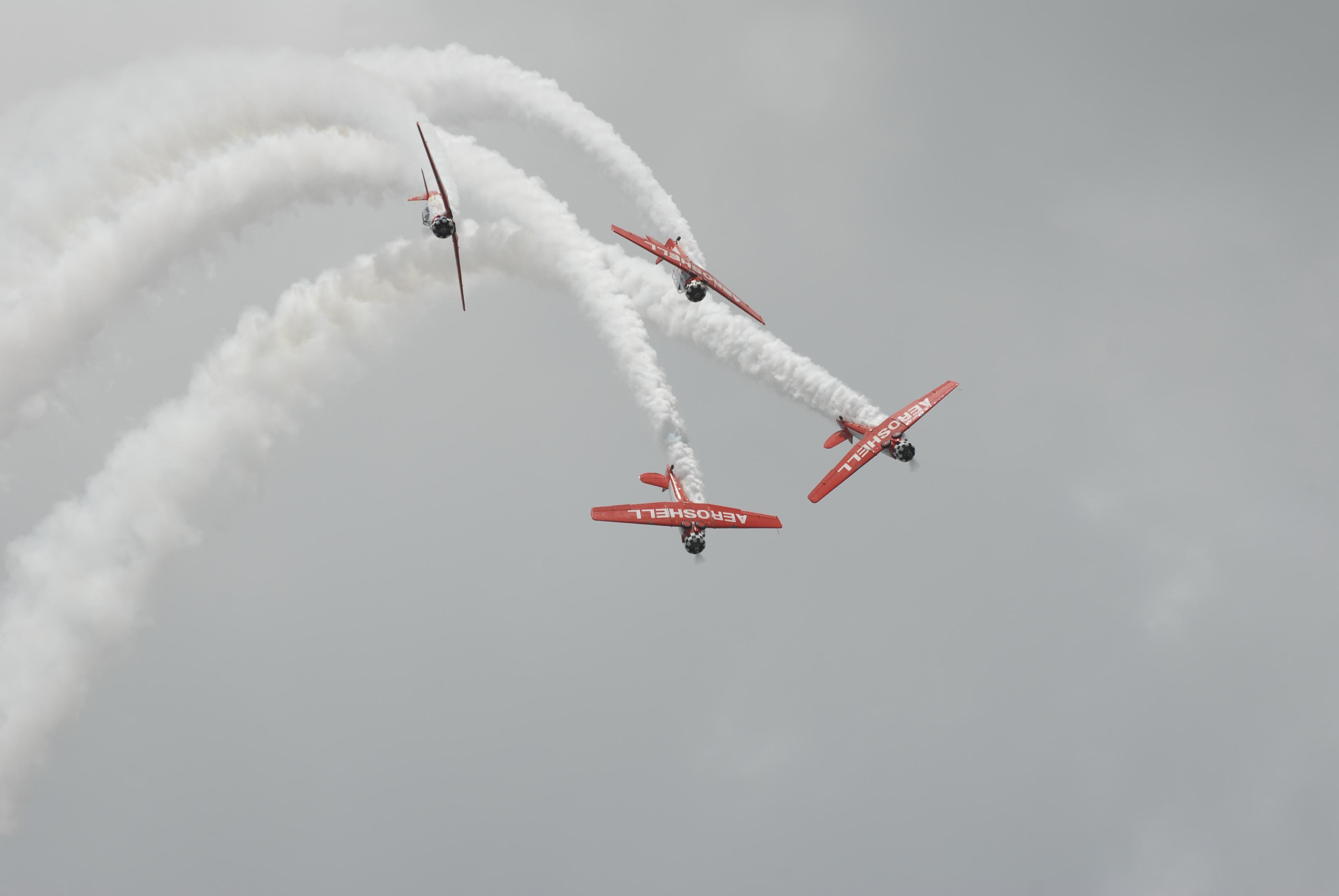 Beschreibung des Fotografen: The Aeroshell Aerobatic Team at Sun 'n Fun airshow in 2008