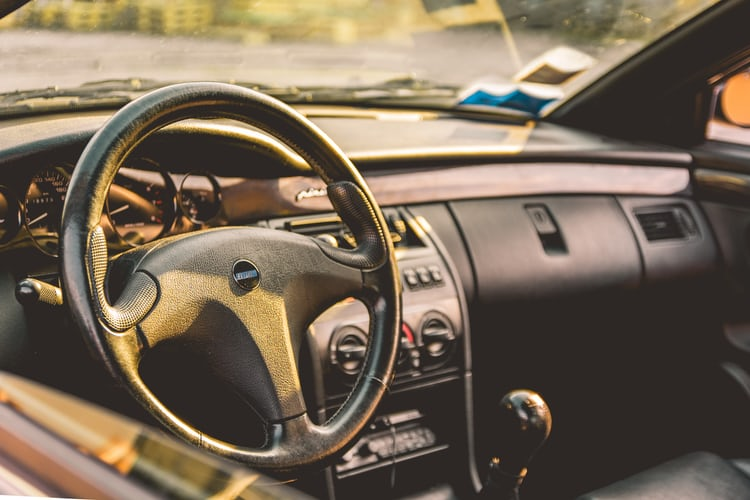 woman hand steering wheel photo by daniela cuevas danielacuevas on unsplash. Black Bedroom Furniture Sets. Home Design Ideas