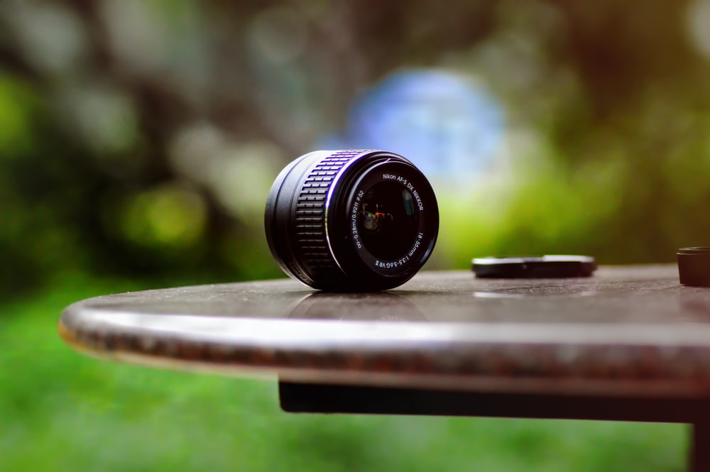 shallow focus photography of DSLR camera lens