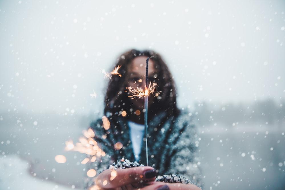 woman holding sparkler bokeh light