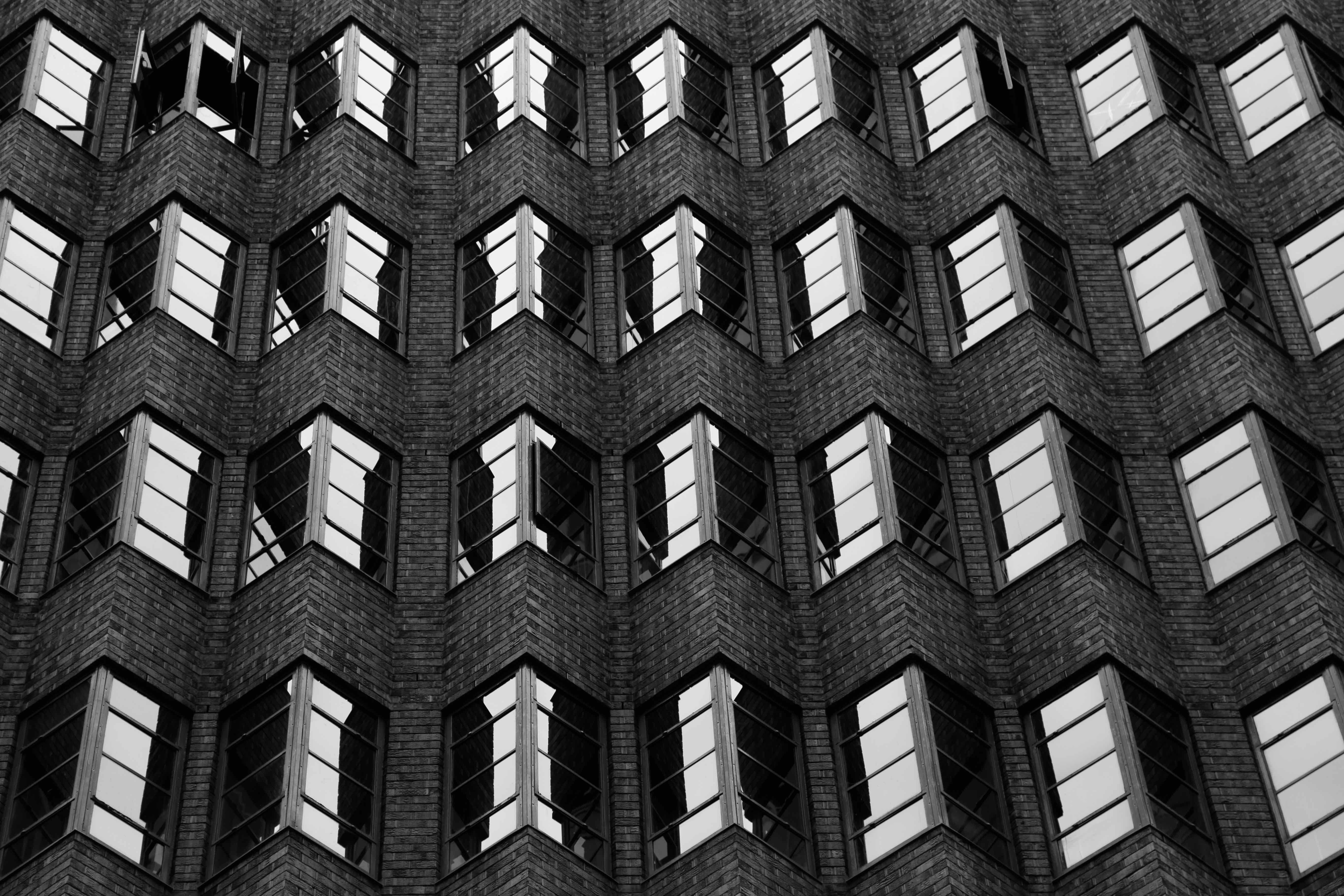 Black and white shot of jagged wall architecture with windows in Pitt Street