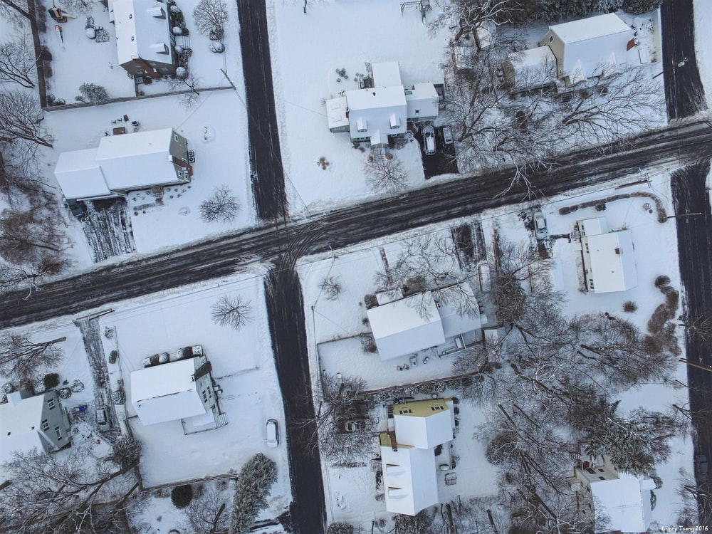 top view photography of house covered with snow