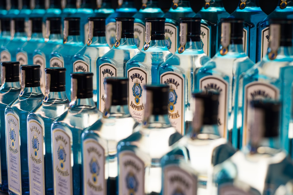 blue-and-white bottle lot
