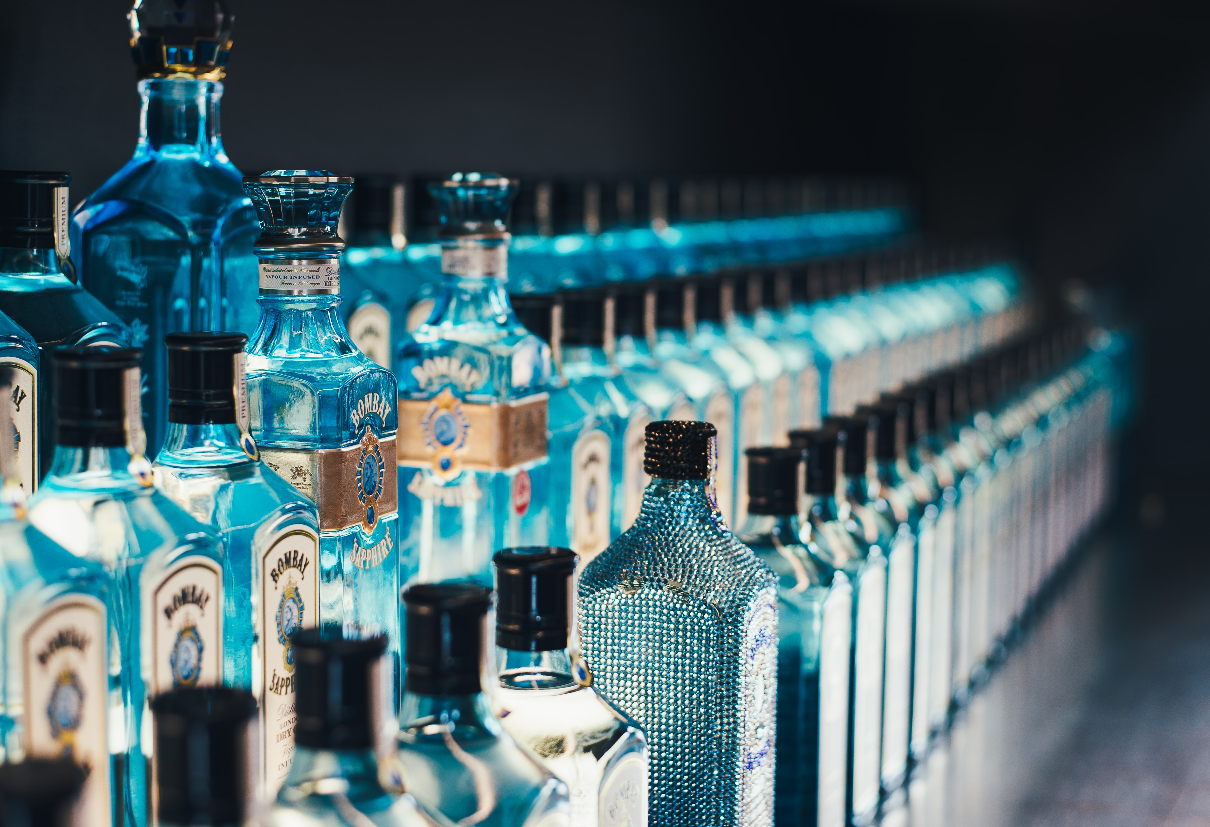 shallow focus photography of bottles