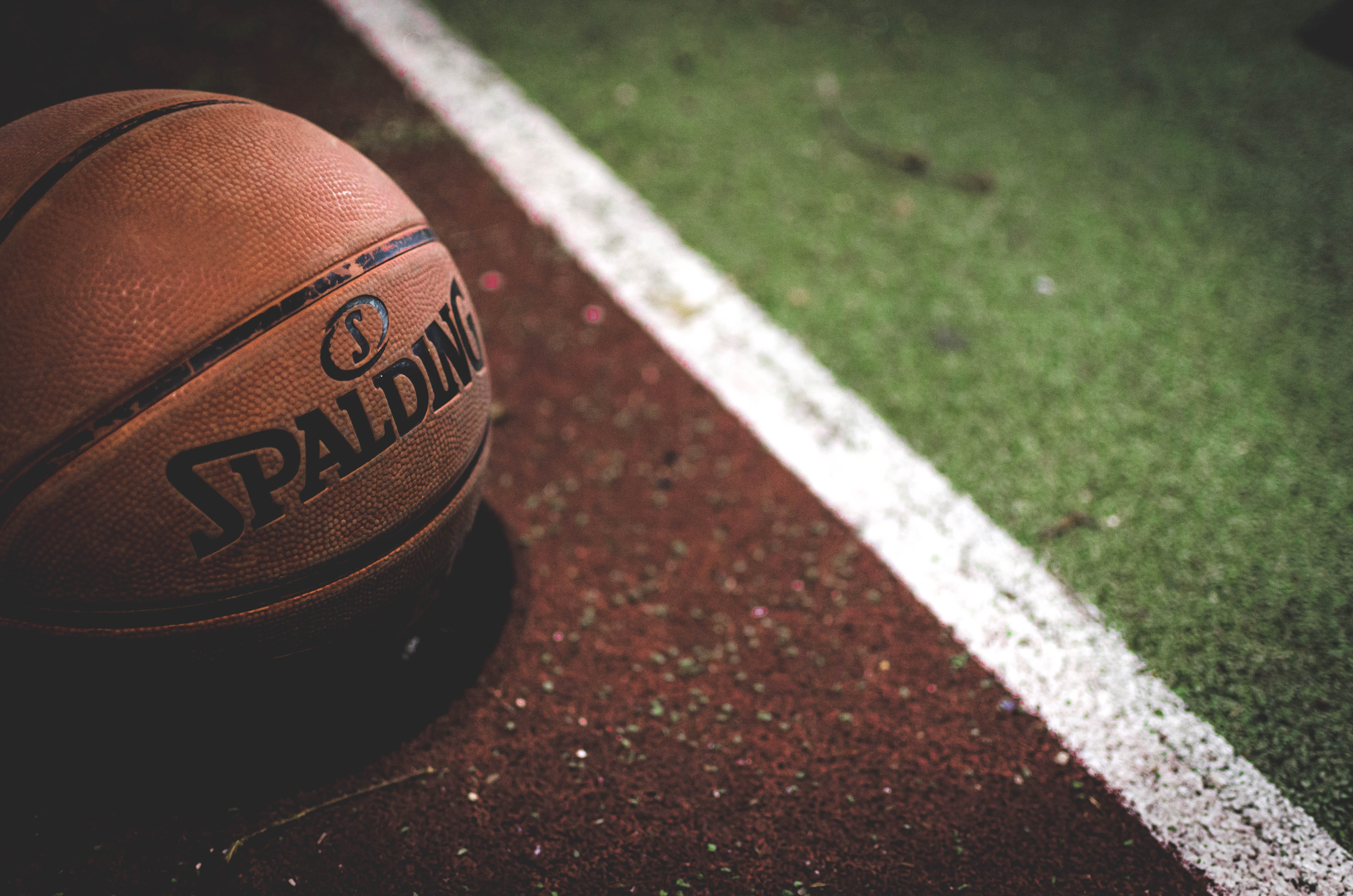 A closeup shot of a Spalding basketball on an outside Istanbul court