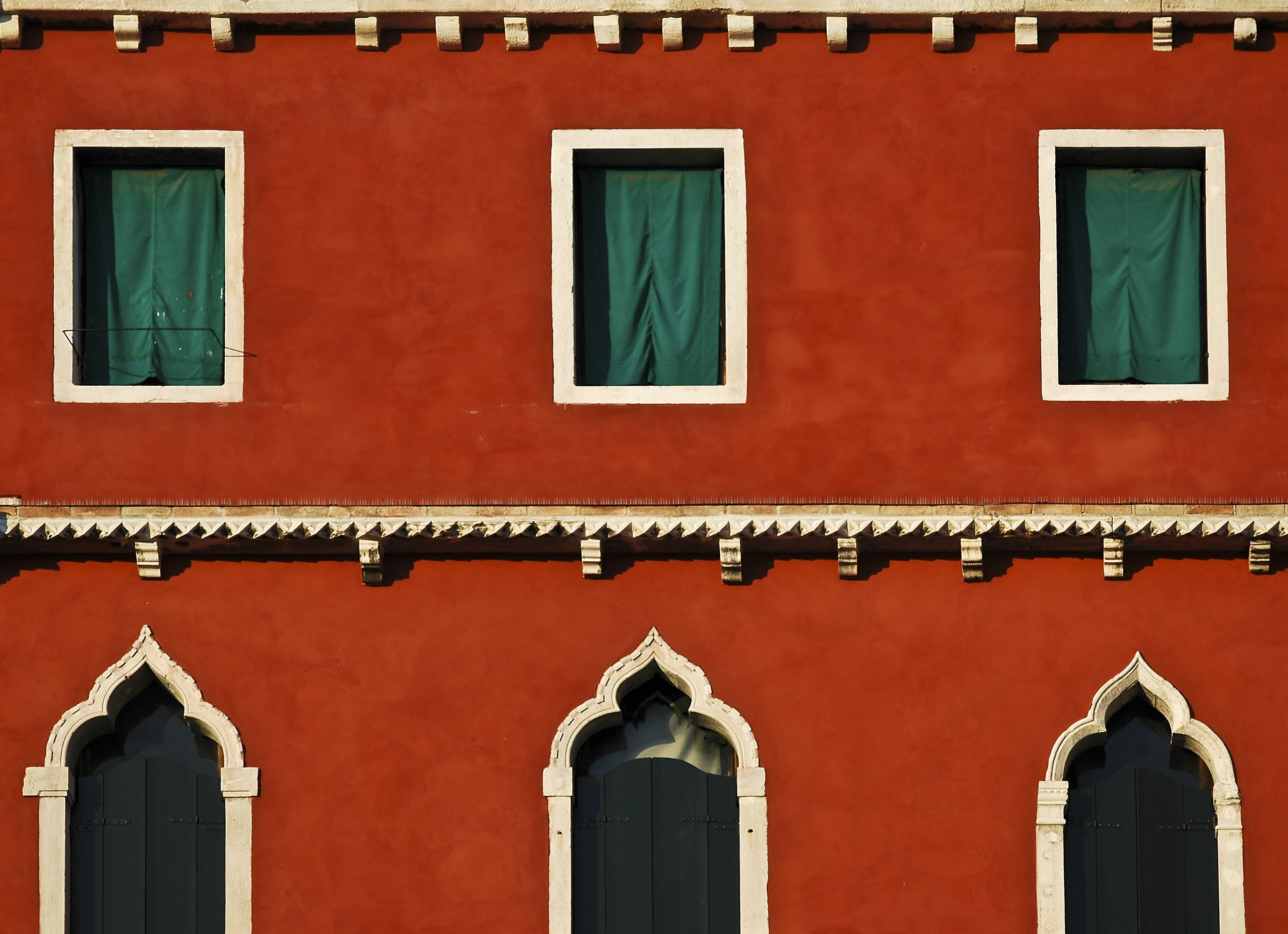 Bright red house with six windows in Venice