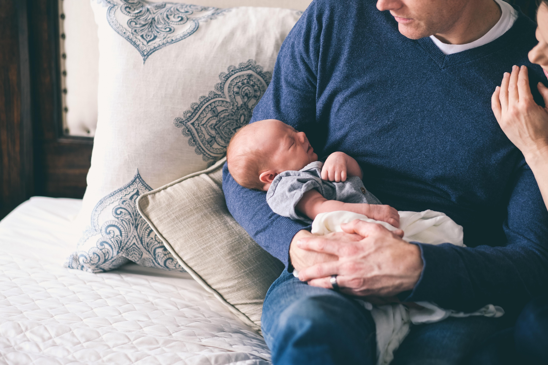 photo parents et nouveau né