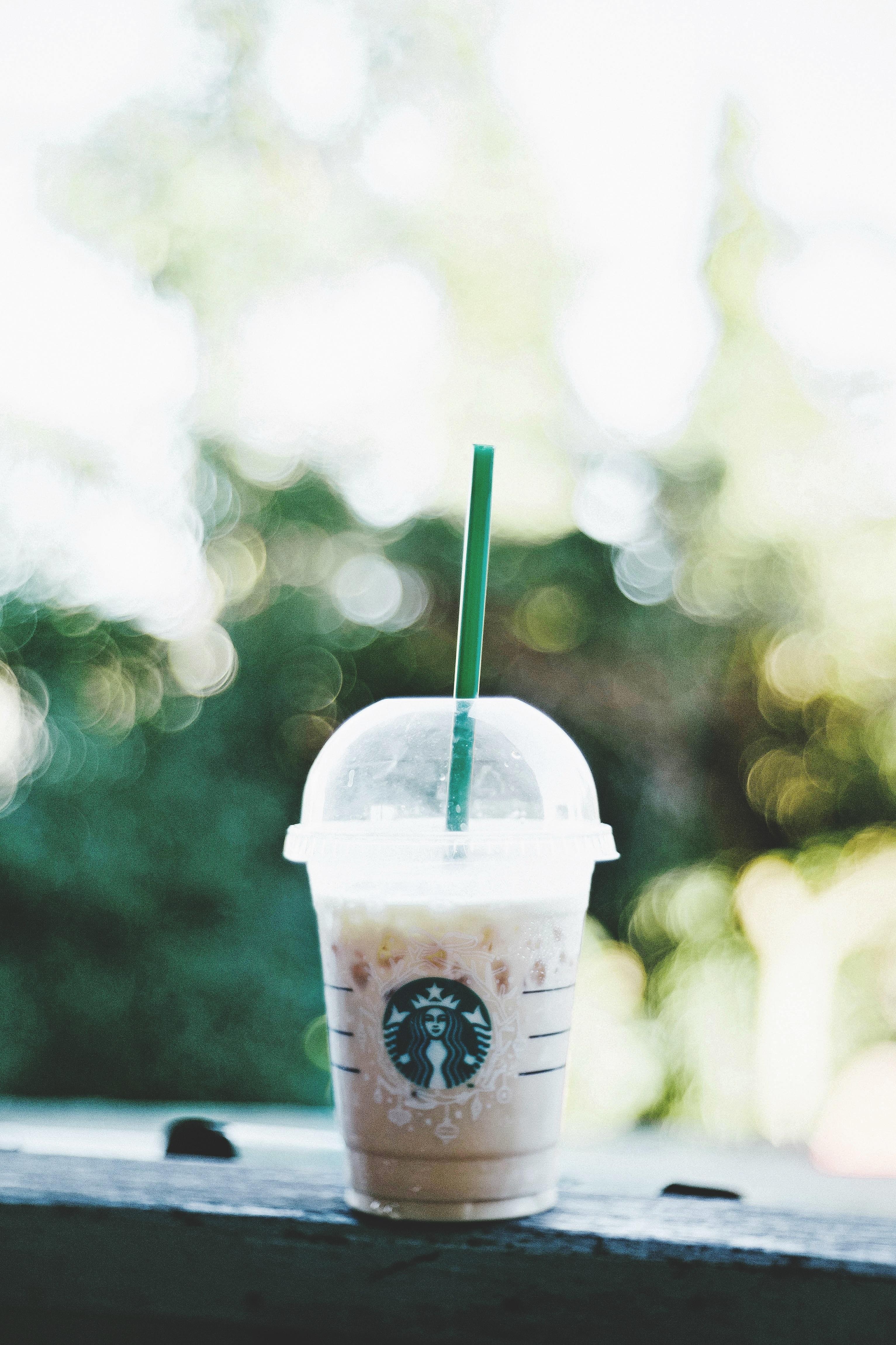 Starbucks smoothie on gray bench bokeh photography