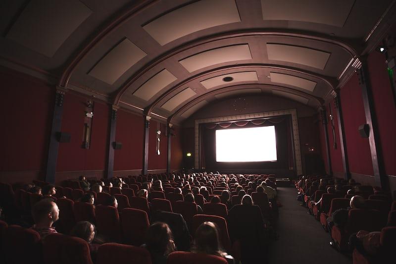 映画館の大衆
