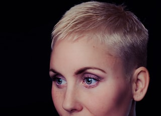 woman wearing crew-neck tee shirt with blonde short hair and pink lipstick