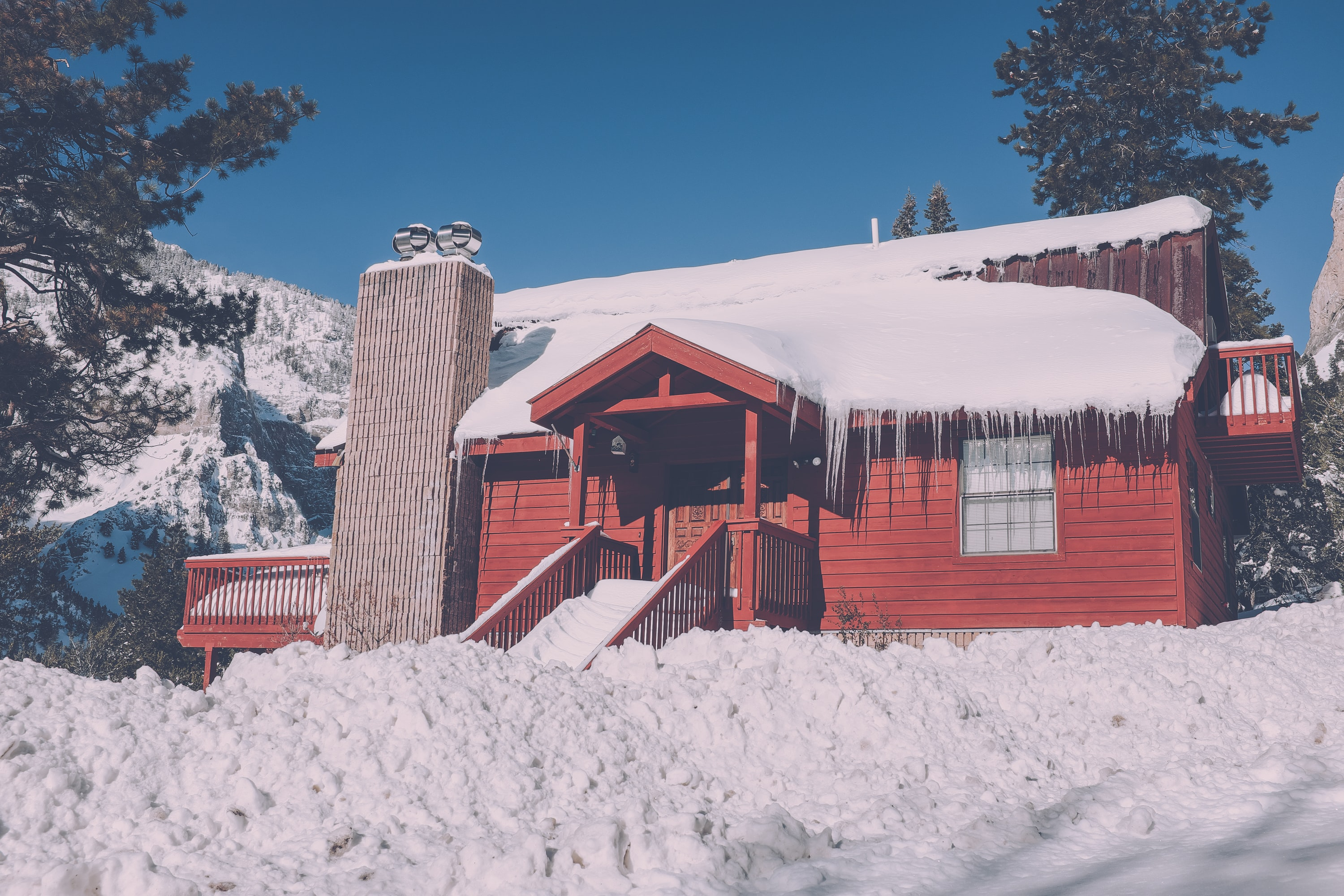 A large red cabin sitting in the middle of a forest around Mount Charleston, Nevada