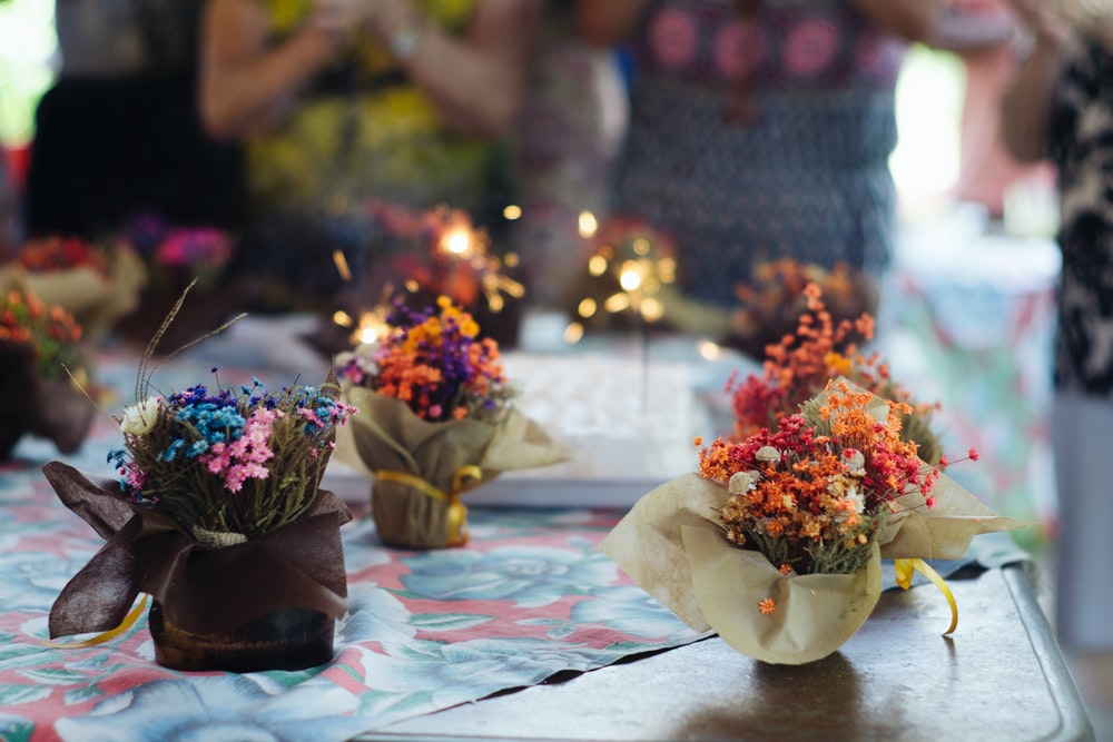 Tiny bouquets at a birthday party photo by Bruno Nascimento ...