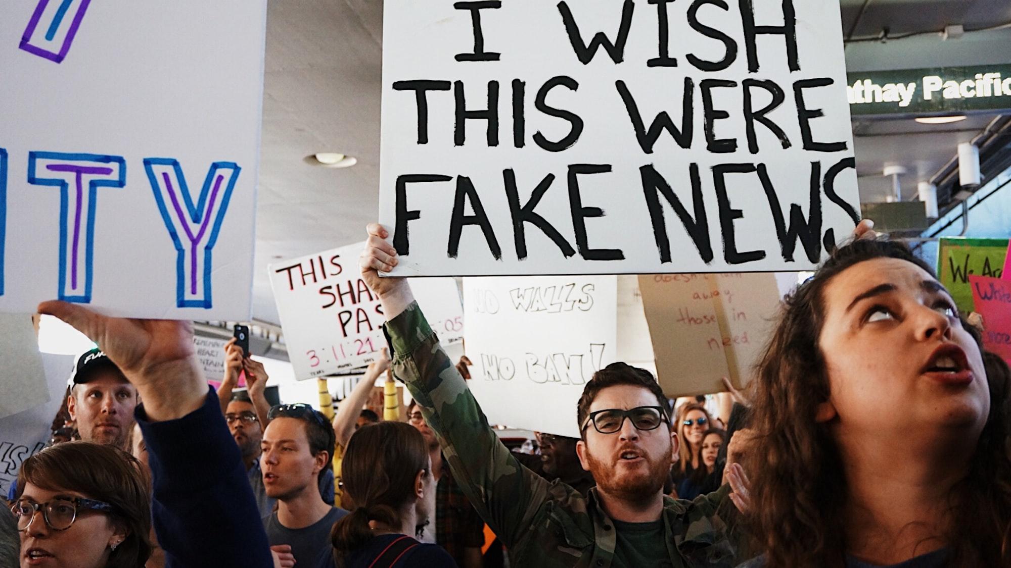 Spali sve do temelja! Teorije zavjere, fake news i kaos