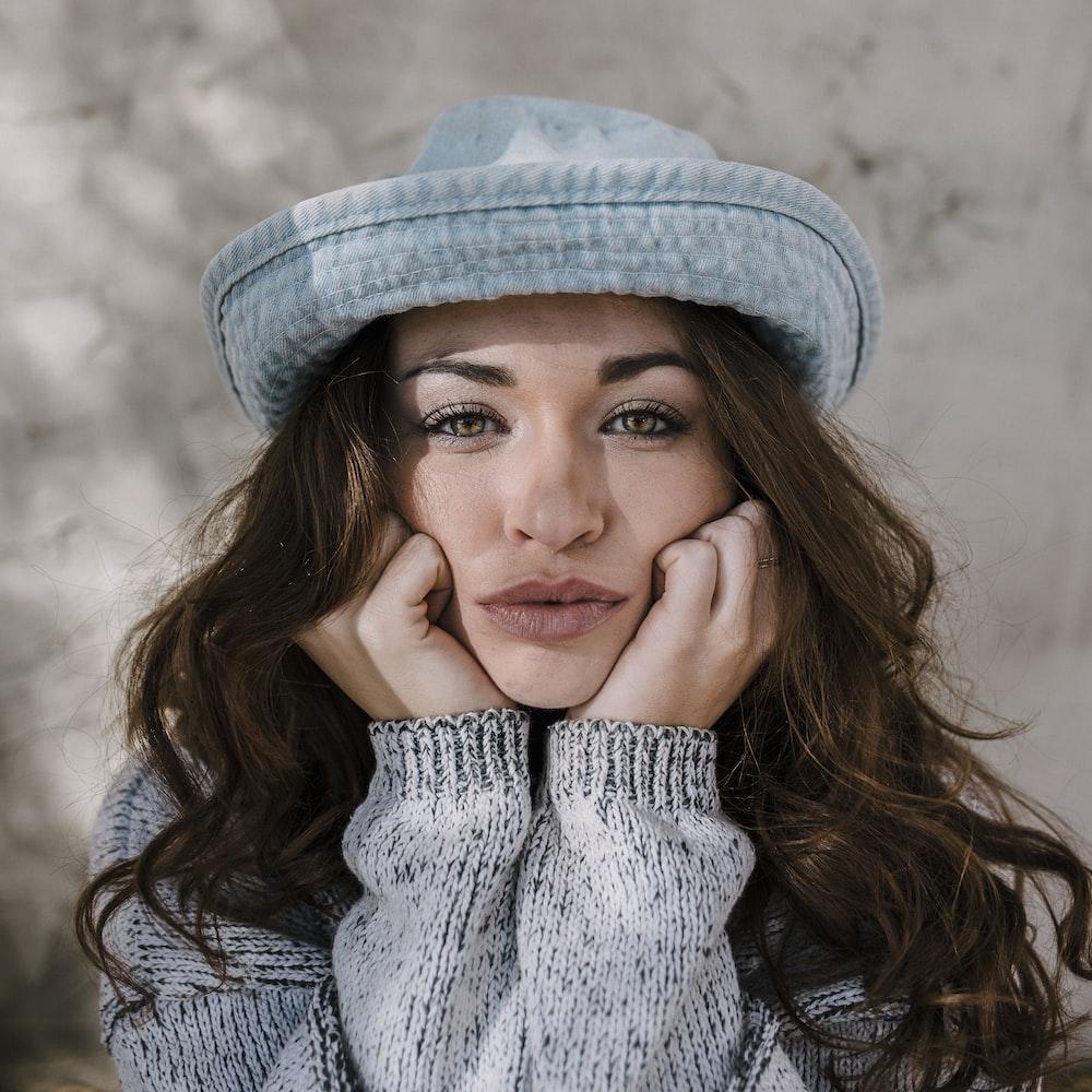 women's blue hat