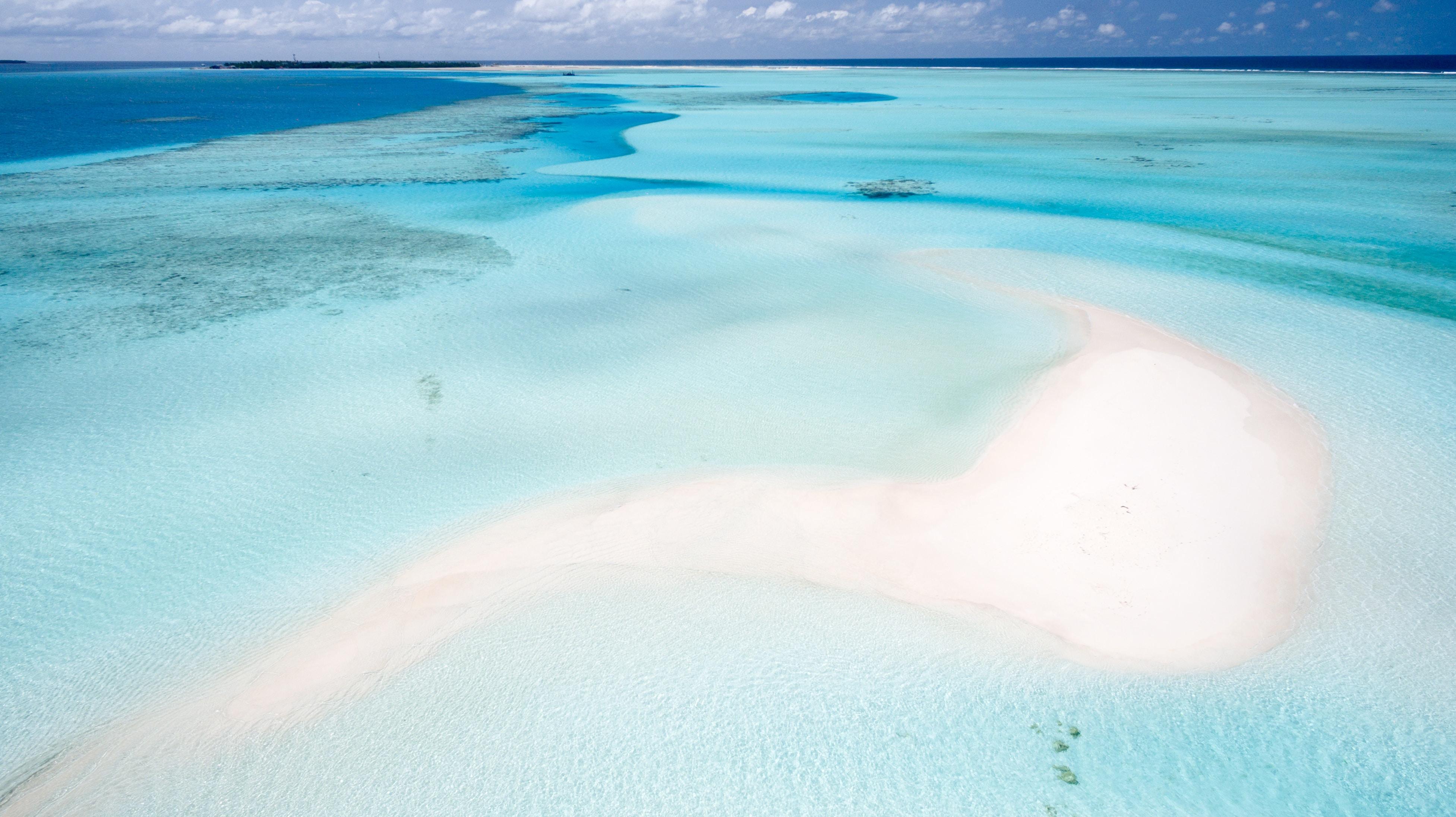 Coastal turquoise clear ocean at Dhaalu Atoll