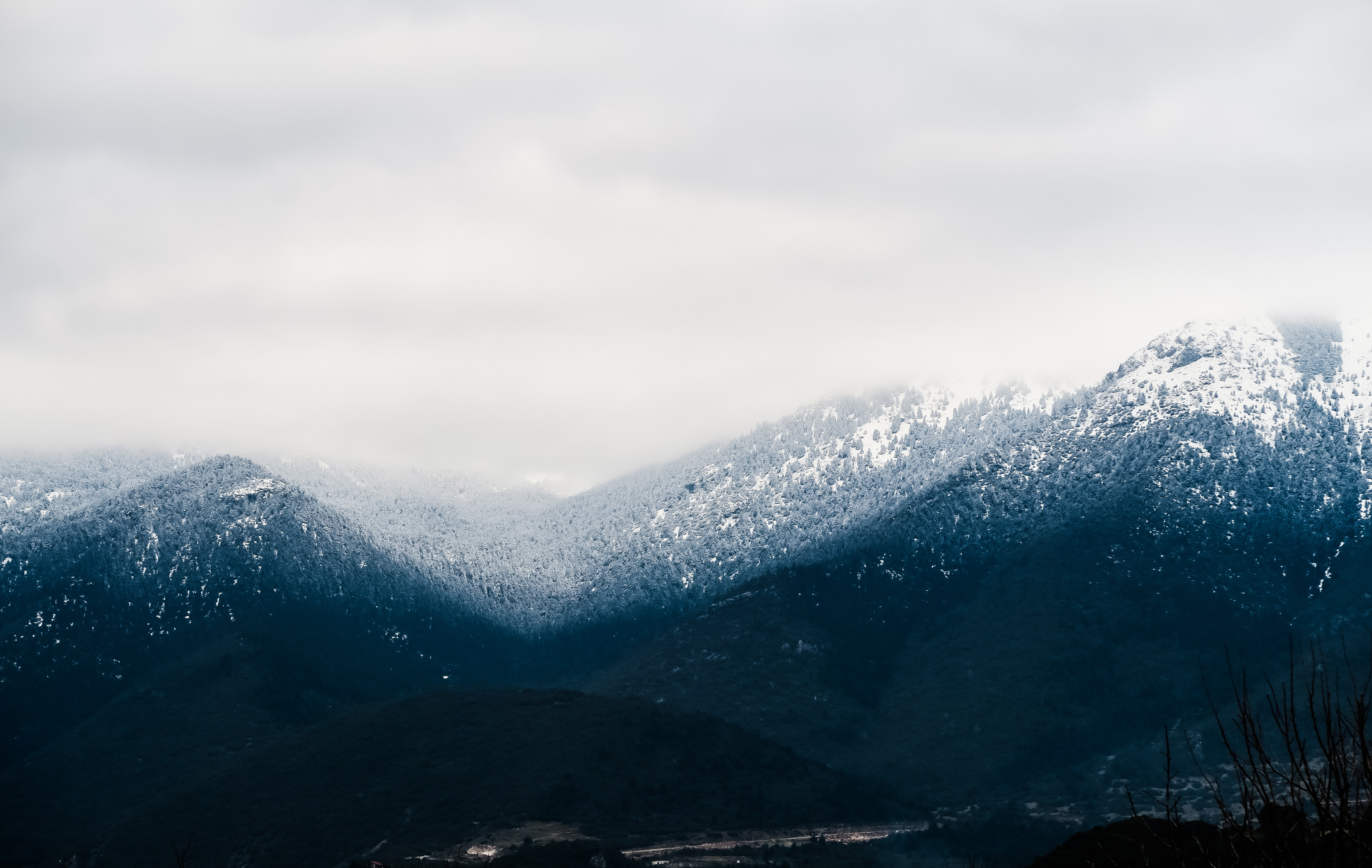 snow cap mountain under cloudy sky at daytime