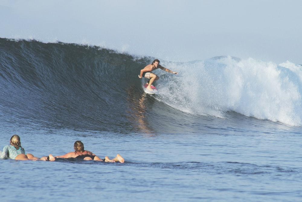 man surfing at daytime