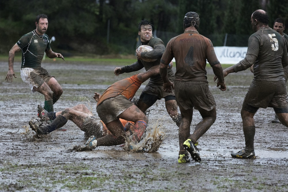 men's playing rugby