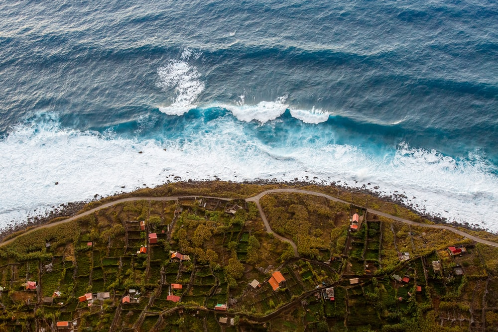 ocean waves crushing on sea shore