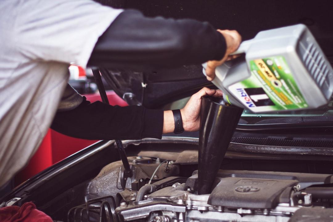 エンジンオイルの基礎知識と適切な交換頻度