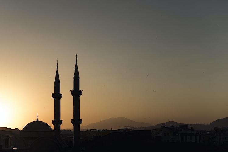 BUAH MANIS BERPEGANG TEGUH KEPADA SYARIAT ISLAM