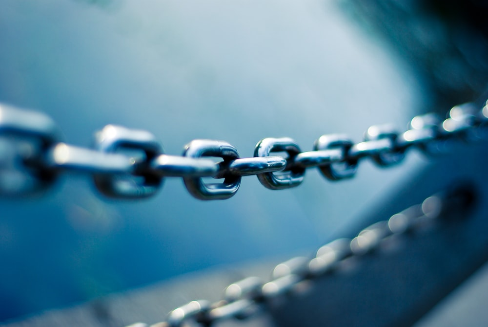 tilt shift lens photo of stainless steel chain