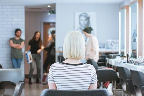 Cortar las puntas cada dos meses potencia la salud del cabello