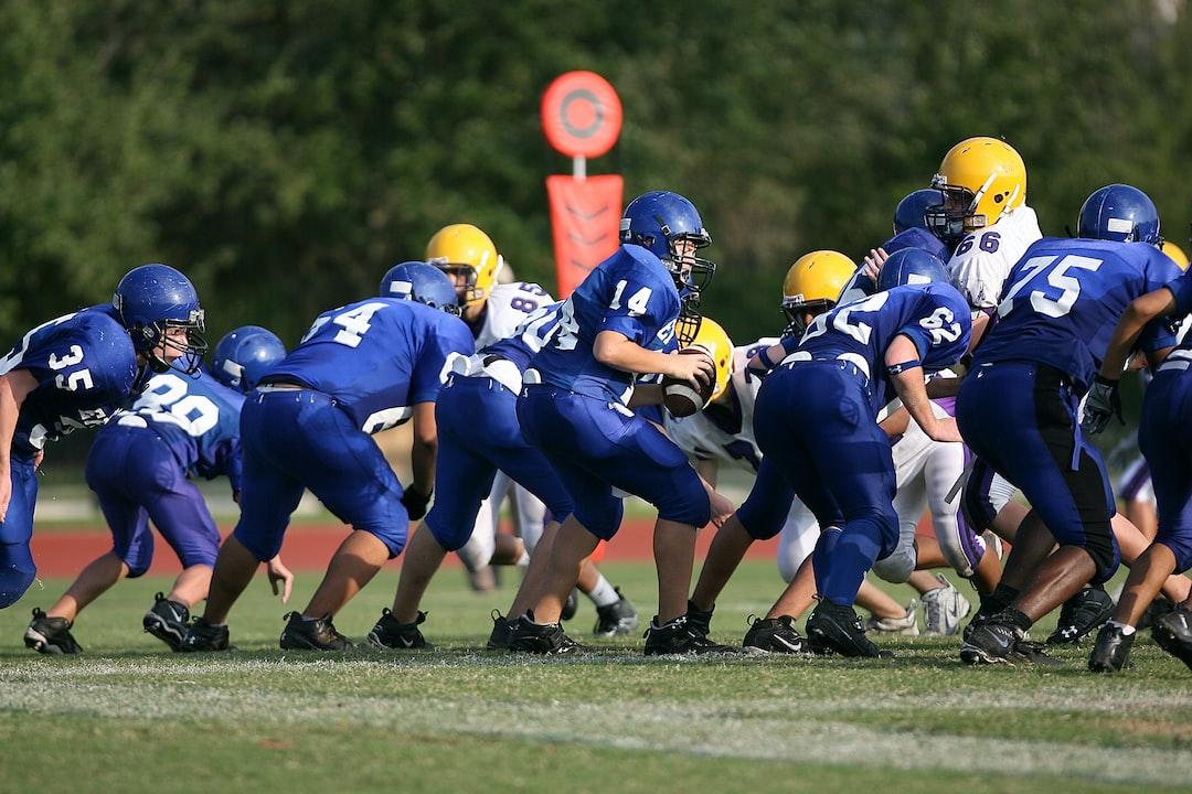 football players on football field