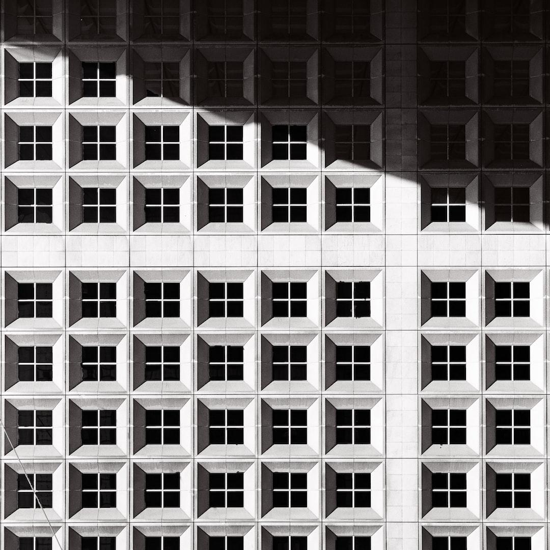 Exploration du chantier de la tour de la Défense à Paris. Shooting avec Hasselblad 500CM et pellicule noir et blanc Trix-400.
