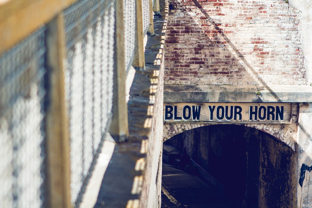 blow your horn signage before entering tunnel