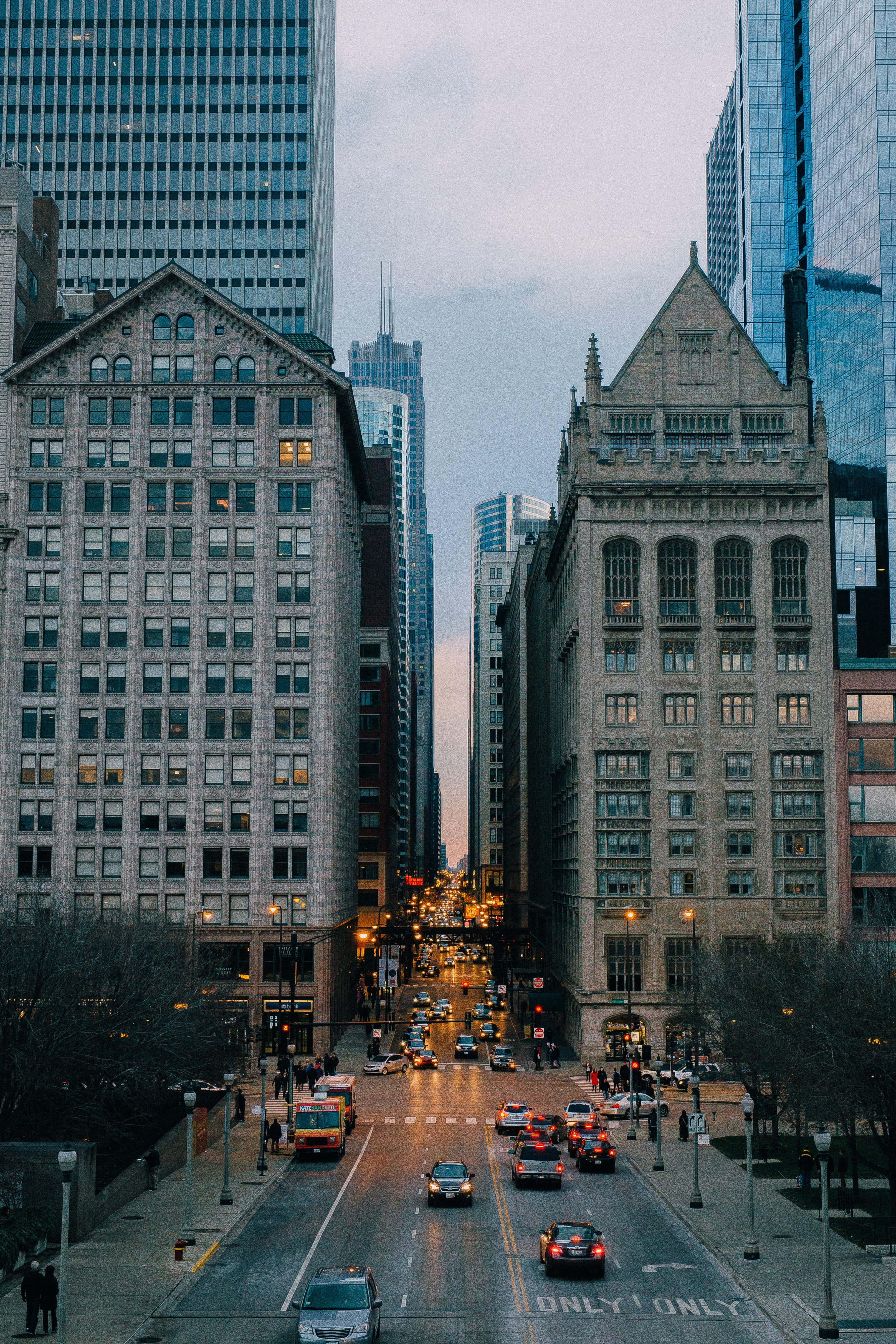 The streets of Chicago on an evening