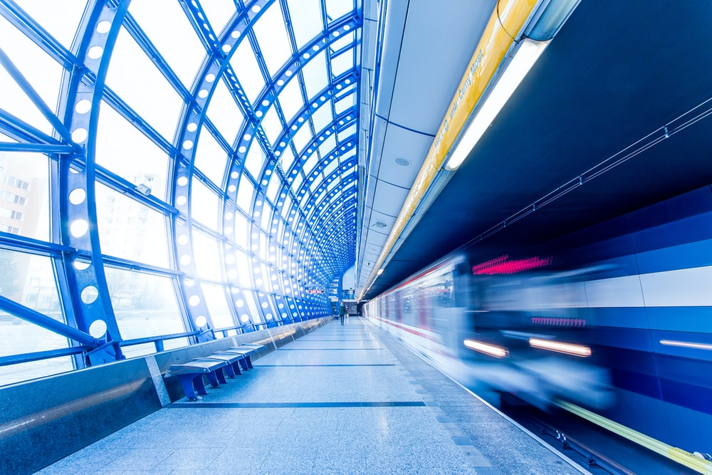 time-laps photography of blue and white train