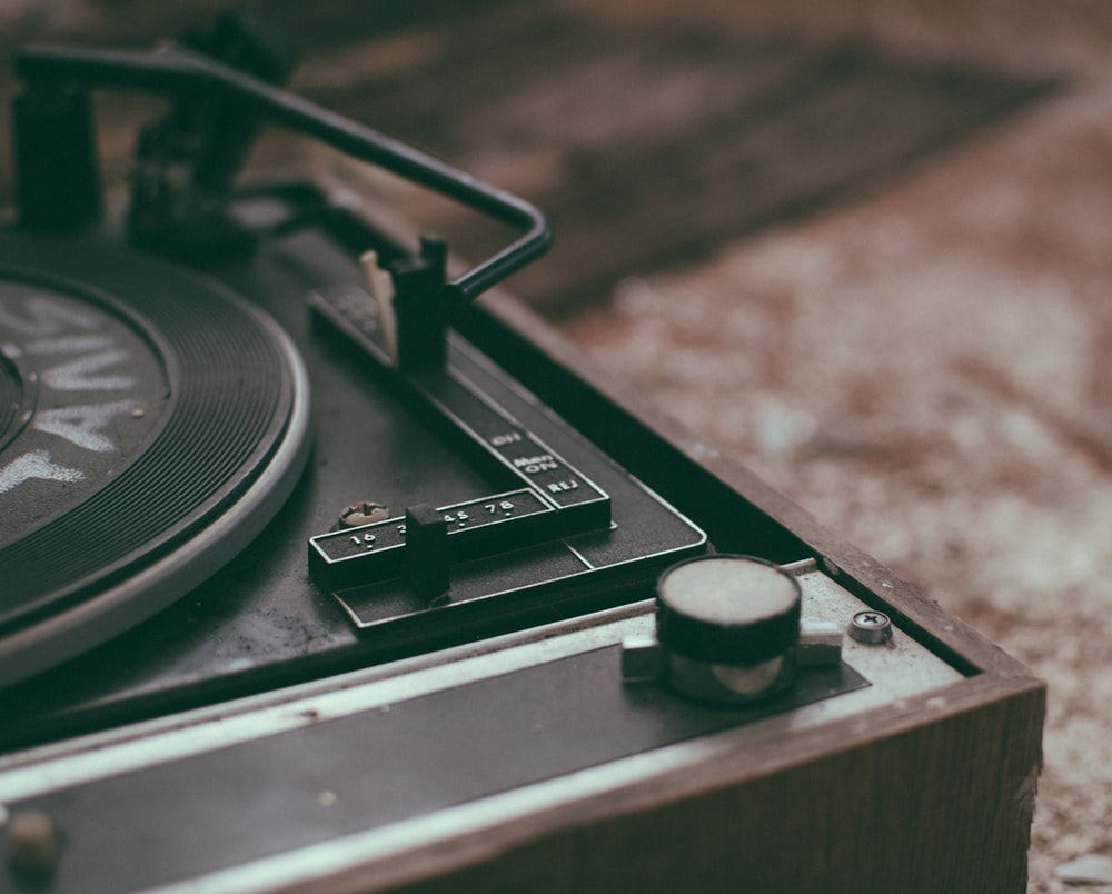 black and gray turntable