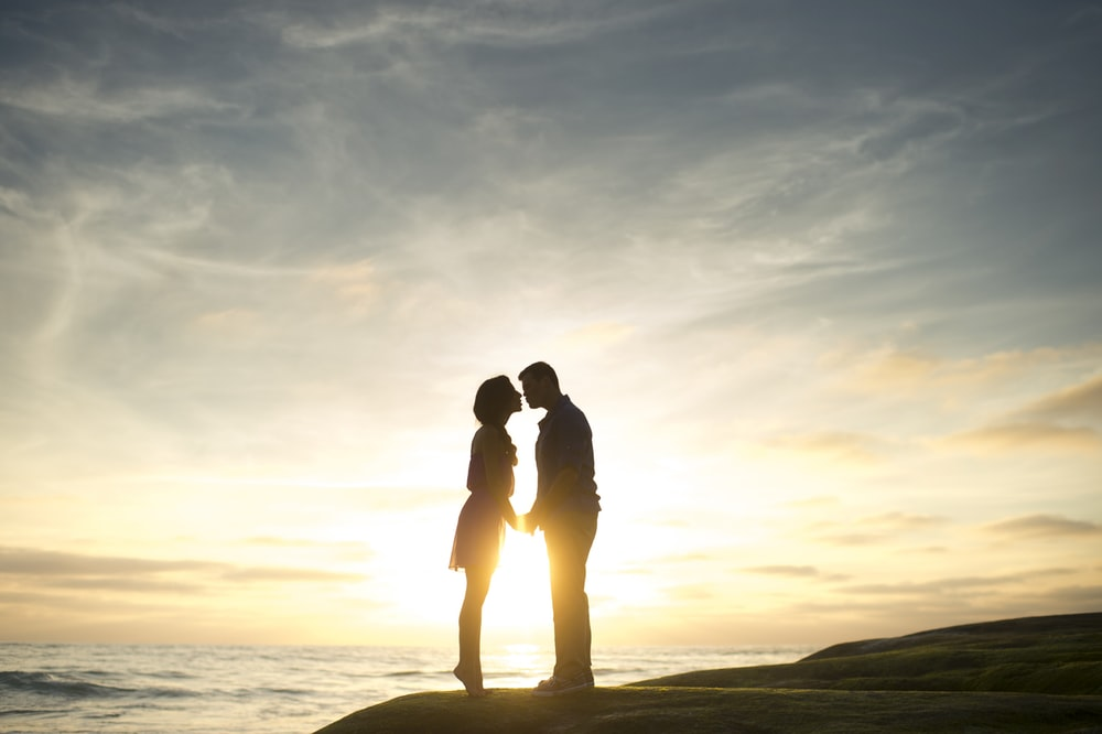silhouette of man and woman about to kiss
