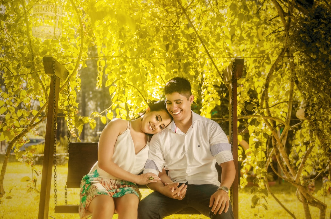 Post wedding photos made in nature under a tree on a bench. Romantic couple and nice. Beautiful photos. Photographer Gabriel Silvério from Brazil.