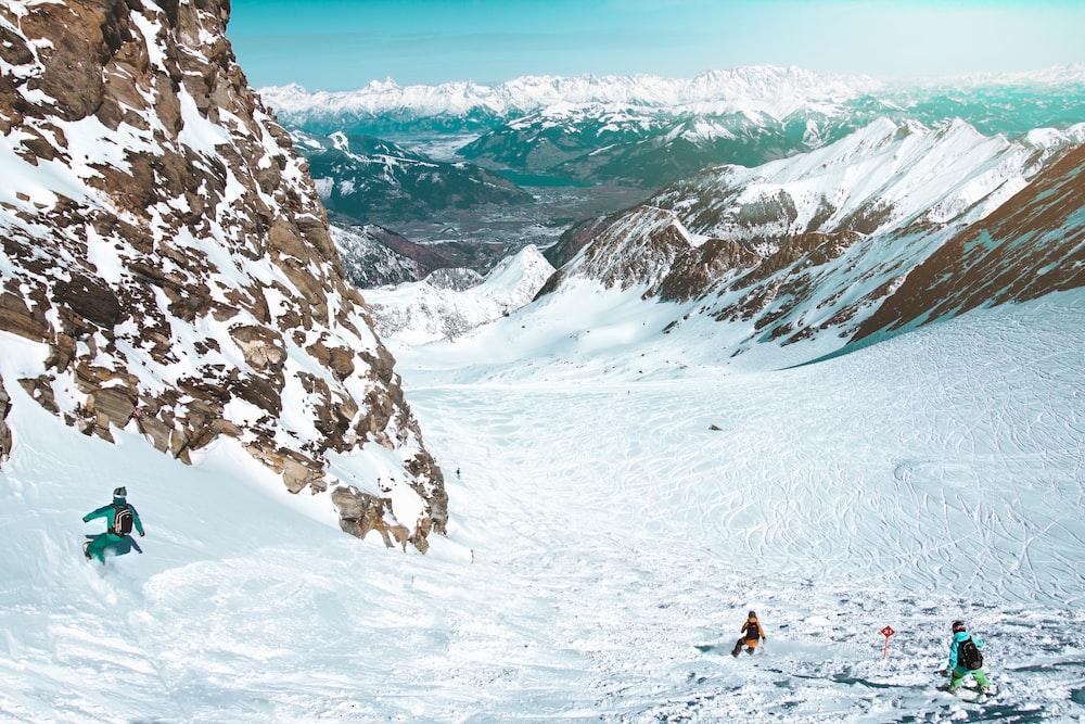 person snowboarding near mountains