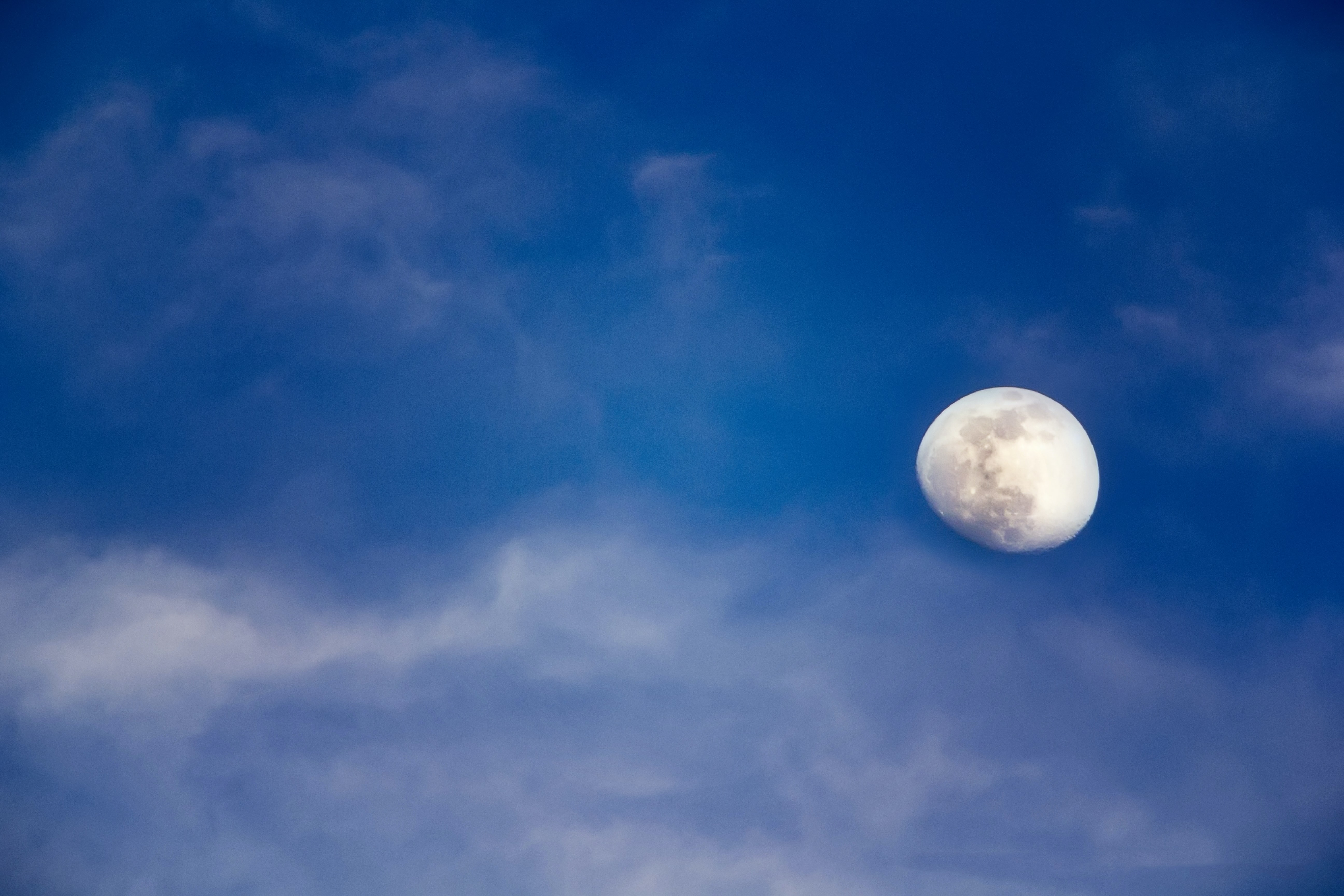 The moon on a cloudy blue sky over Carrillo