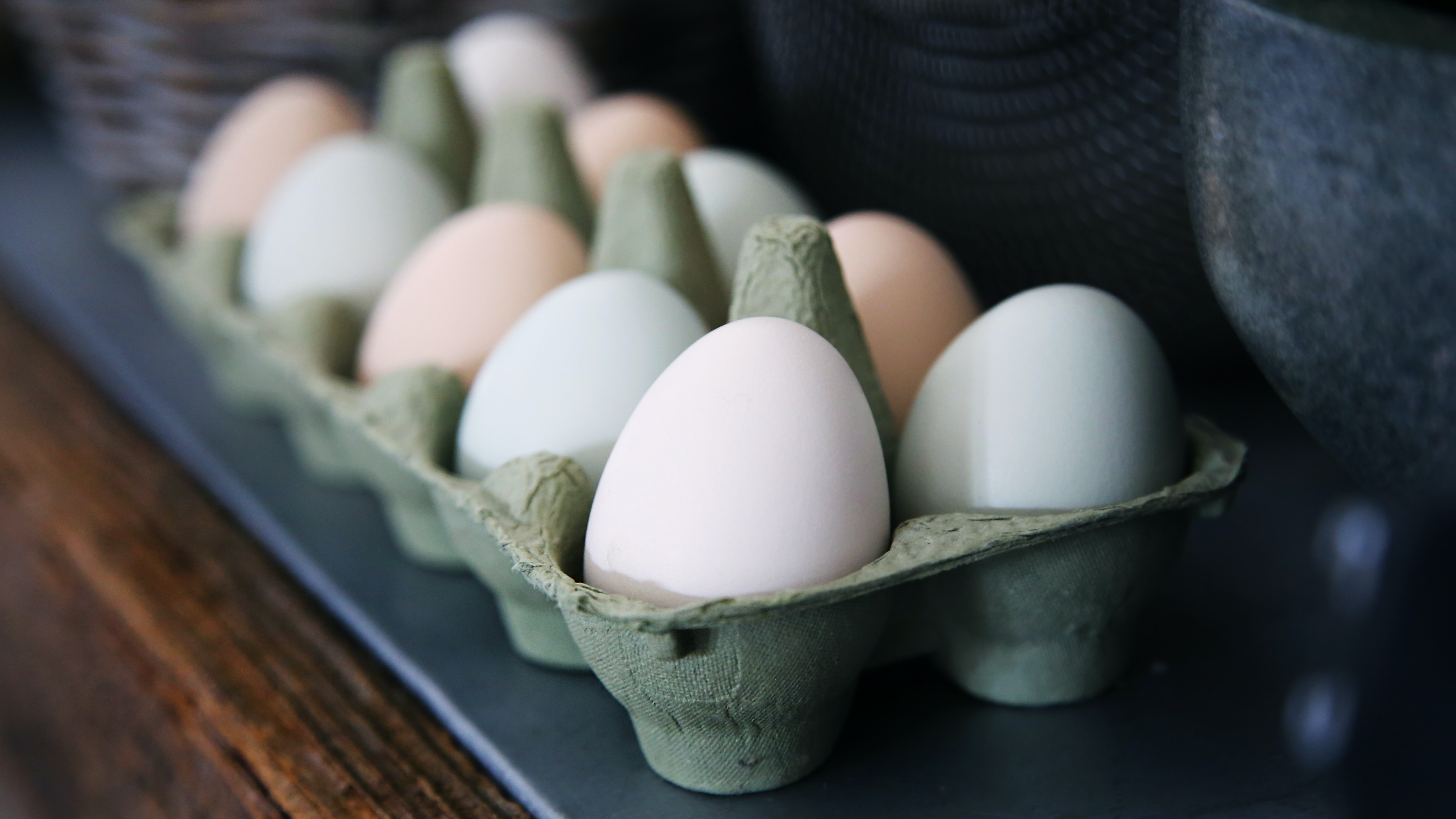 white and beige eggs on tray