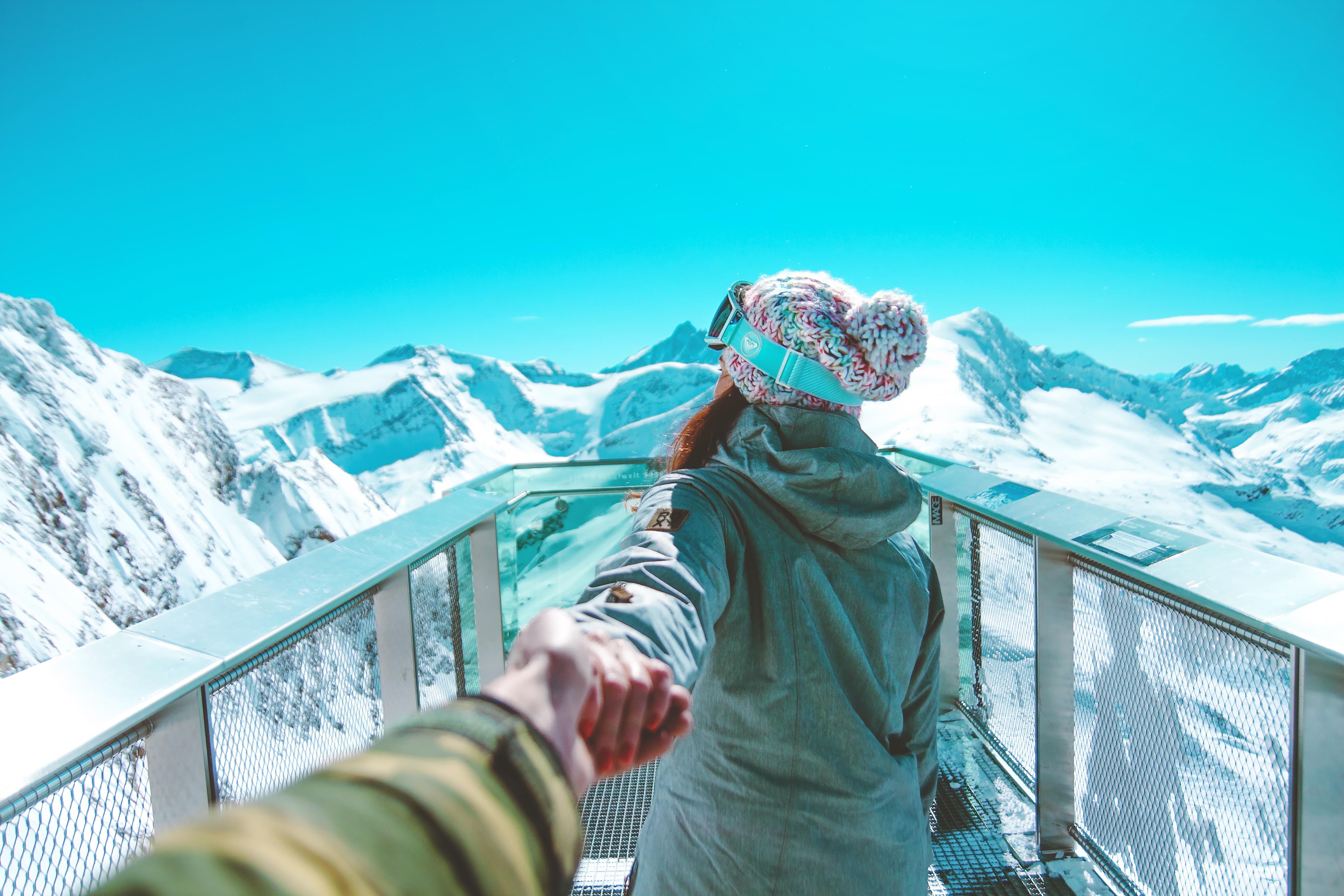woman facing backwards near mountains