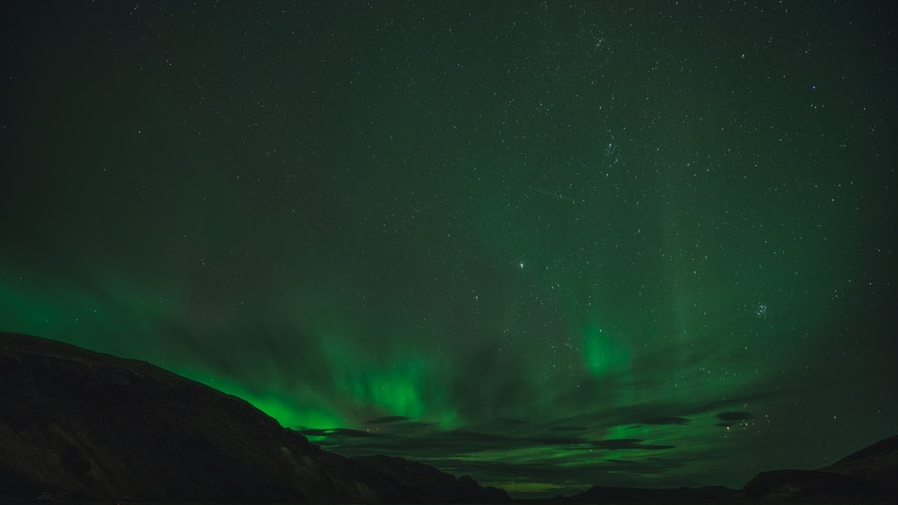 green aurora borealis phenomenon