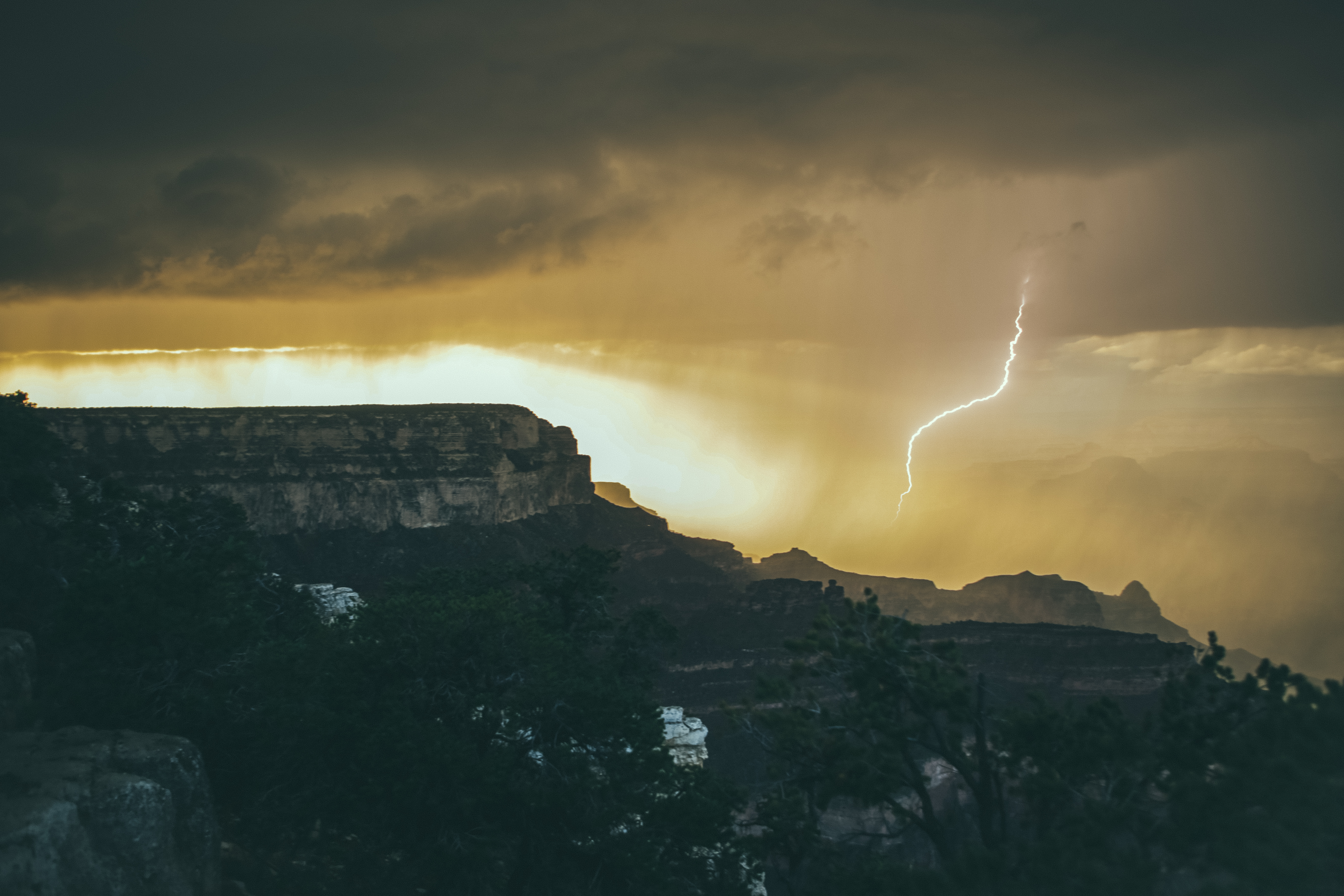 The speed in which weather changes at the Grand Canyon is amazing. Within 24 hours we saw thunder & lighting, tons of sun, hail, and then woke up to snow on the ground. I forgot how much I loved this place!