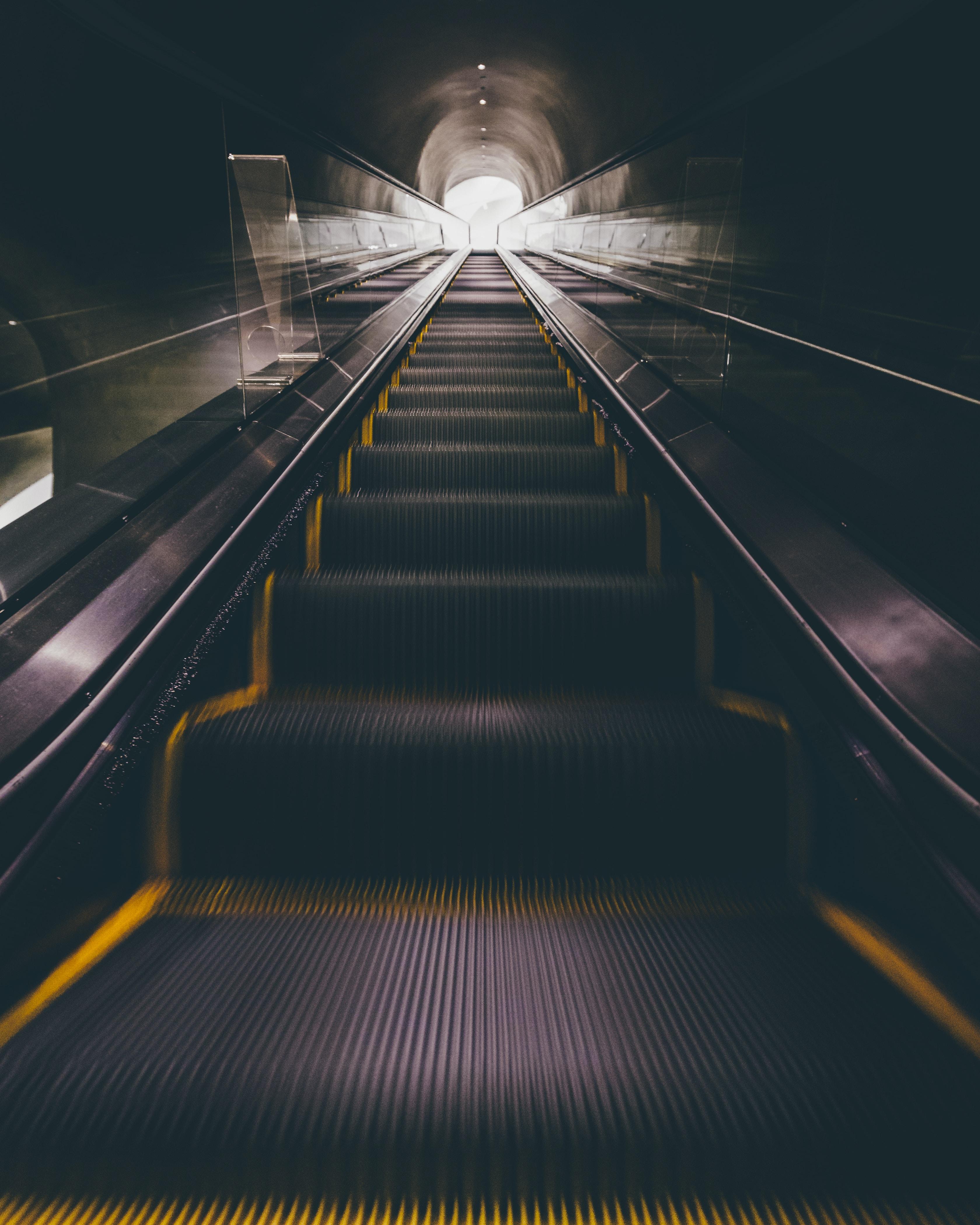 escalator moving upward