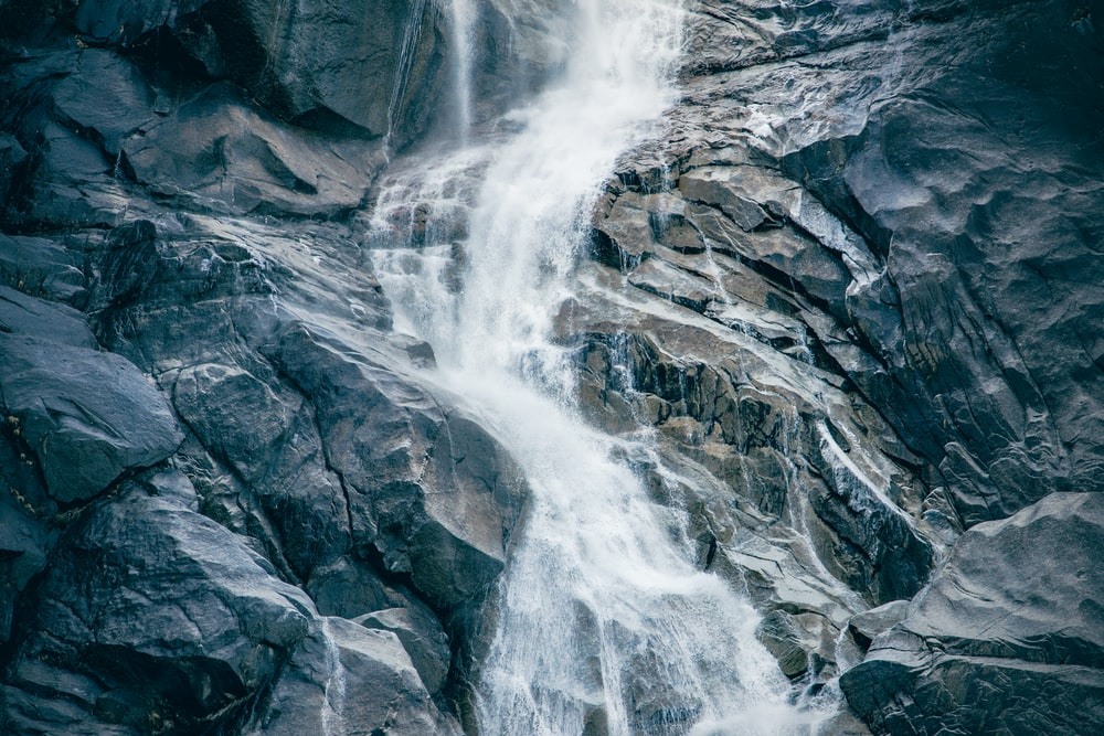 water falls in rocky mountain