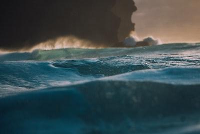 body of water splashing on rocks