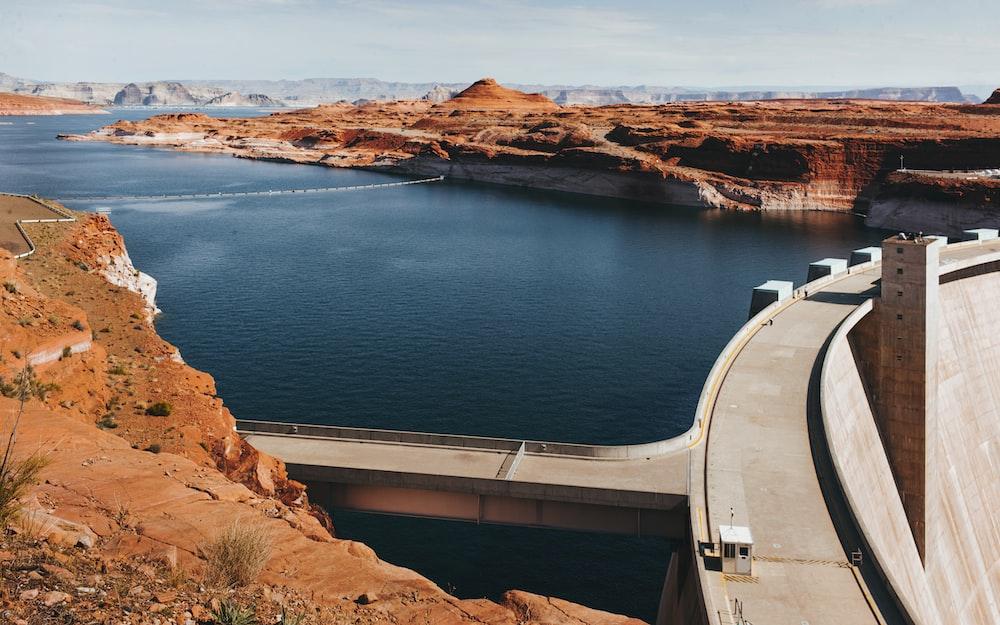 gray concrete dam at daytime