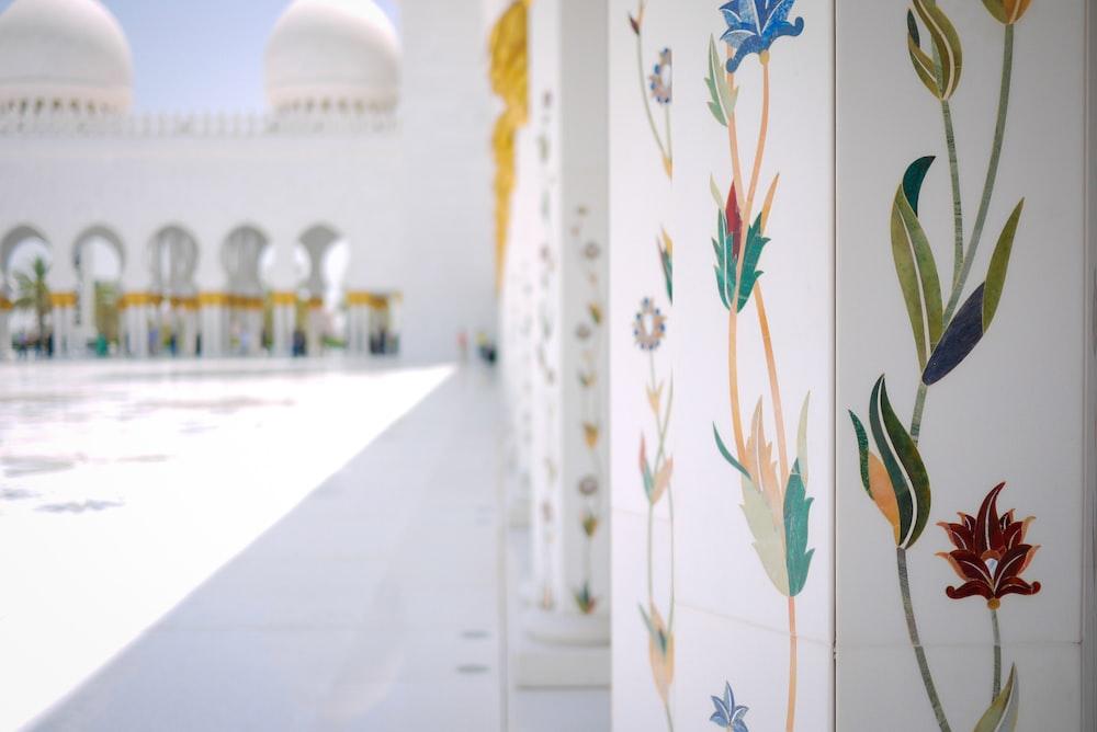 white floral pillar of white concrete building