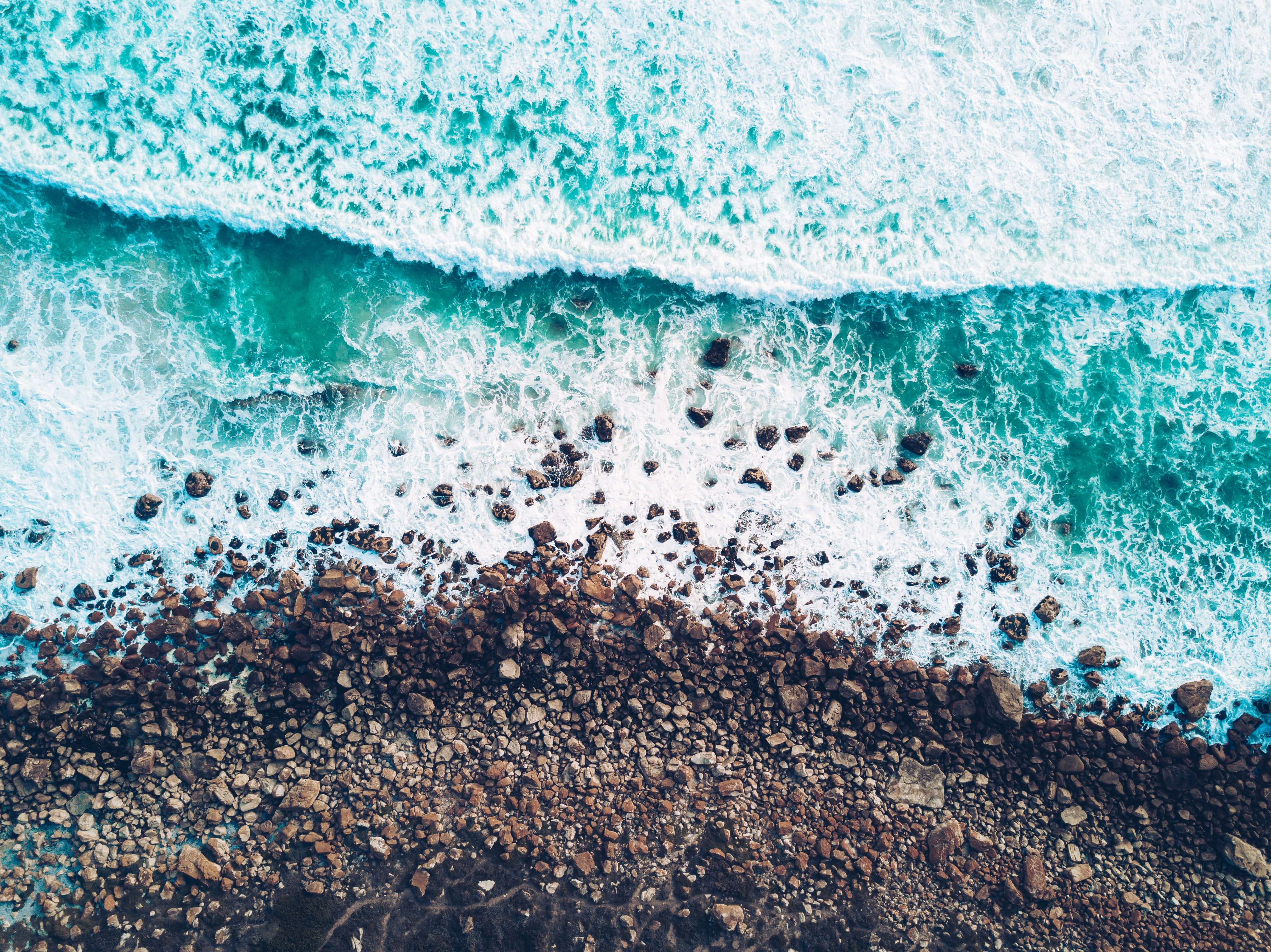 timelapse photo of green sea water and seashore